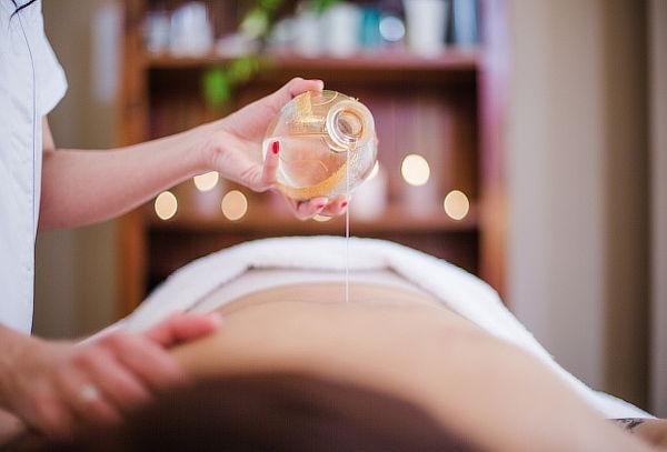 Masaje Relajante con Rodillo + Aromaterapia + Compresa y Más