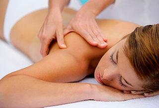 Sesión de masaje descontracturante con ventosas en espalda