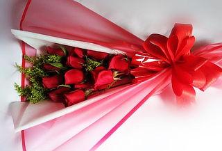 Romántico Arreglo Floral de 12 Rosas a Domicilio