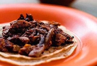Queso Fundido mas 8 Tacos al Pastor y 2 Bebidas en La  Chula