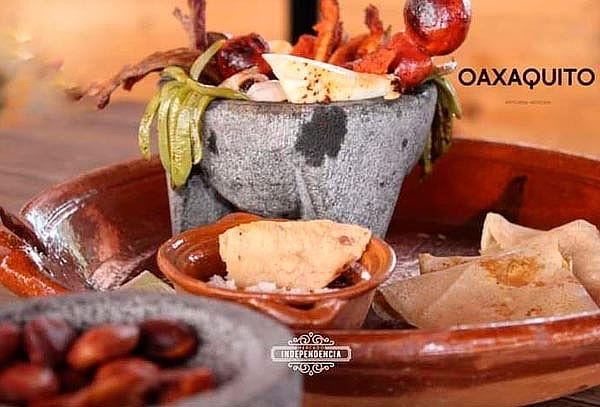 Molcajete con Sabor a elegir + Bebida en Oaxaquito ¡2 Suc!