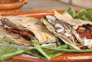 Tlayuda de Tasajo o sabor a elegir + 1 bebida en Oaxaquito