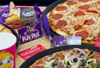 AHORRA:2 Pizzas Grandes + Bebidas y más en Chuck E.Cheese´s®