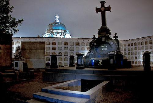 Tour Temático Nocturno a Presbitero Maestro