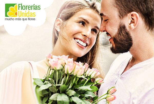 ¡Detalles que Enamoran! 12 o 24 Rosas en Florerías Unidas