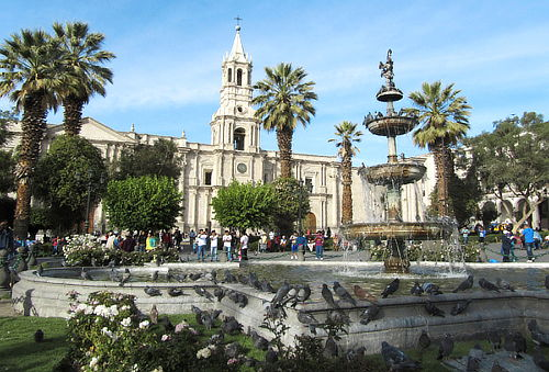 ¡Para Dos en APEC! Arequipa + Colca con Aéreos, Alojamiento