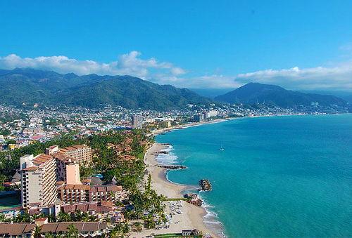 ¡Puerto Vallarta para 2 o 4! 8D/7N en Hotel 5 Estrellas