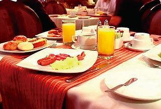 Desayuno Buffet Clásico o Criollo - El Condado Restobar