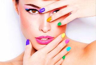 ¡Regia! Manicure y Pedicure Opi + Maquillaje y Más