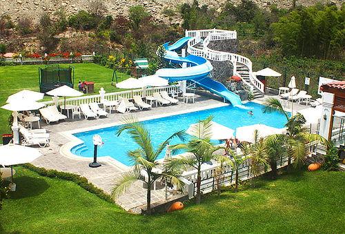 ¡Escápate! Hotel Lunahuana River Resort para Dos