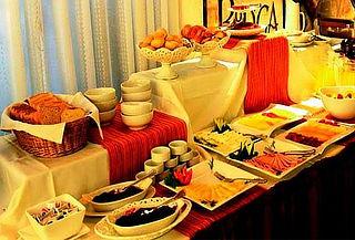 Desayuno Buffet Clásico ó Criollo - El Condado Restobar