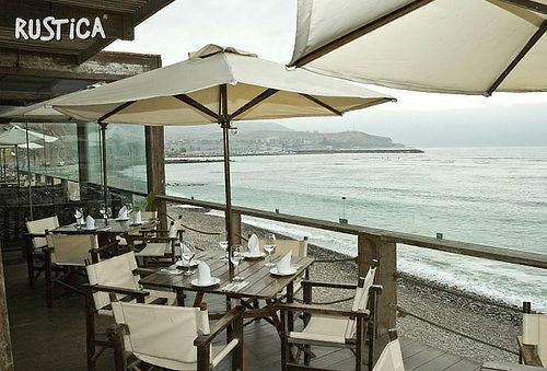 ¡Una Tarde Frente al Mar! Lonche Buffet + Bebidas en Rustica