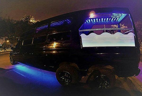 ¡Discoteca sobre Ruedas para 20 Personas! Limusina Dodge Ram