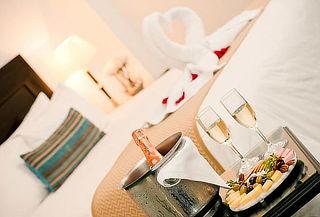 Noche Romántica para 2 + Desayuno Buffet y Más HOTEL EL POLO