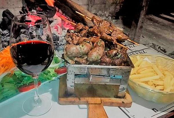 ¡Disfruta de la Mejor Carne! Parrilla para 2 + Vino