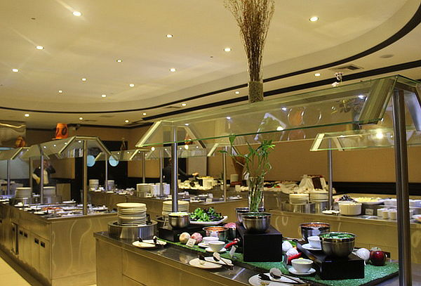 ¡Buffet Internacional! en Hotel Kingdom