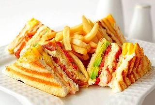 Club Sandwich + 02 Cafés Americanos o 02 Té Frutado y Más