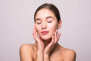 Limpieza Facial + Peeling + Mascarilla con Vitamina C