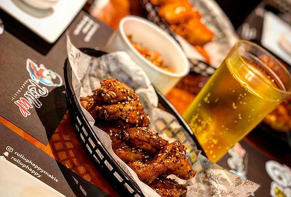 ¡SANTAS ALITAS! Escoge tu PROMO + Papas + Bebida en Roll Up