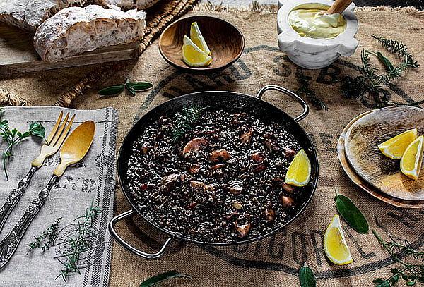 ¡BUENÍSIMO! Arroz Negro de Calamares + Bebida en Miraflores