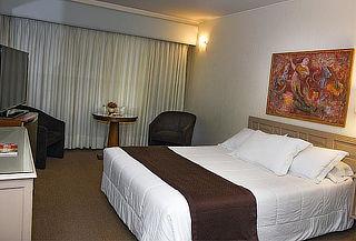¡Hotel María Angola! Noche Romántica y Más para 2