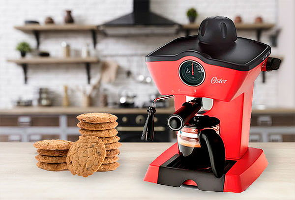 Cafetera Oster® para espresso y cappuccino BVSTEM4188
