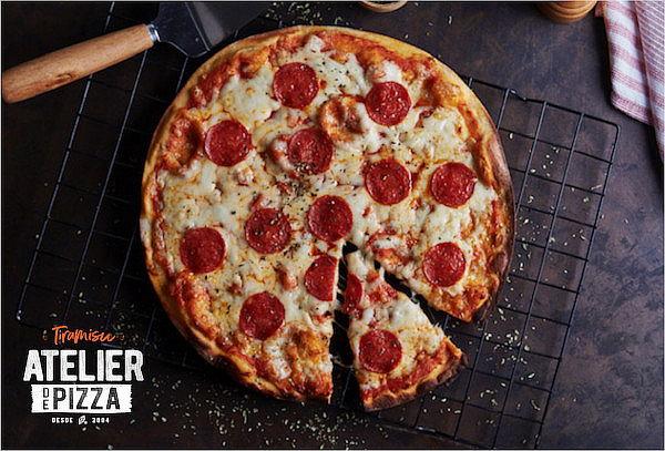 ¡Delicioso! Pizza Artesanal Familiar Favorita con Recojo