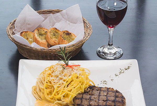 2x1 - Lasagna ó Spaguetti Huancaina + Pan al ajo y más