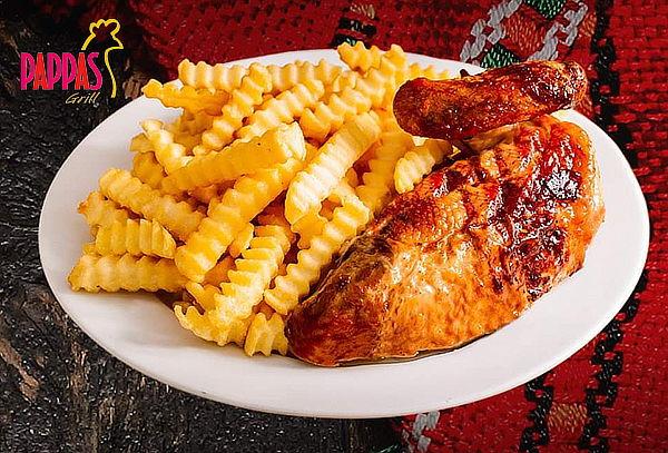 ¡A la Brasa con Amor! 1/2 Pollo + Papas Fritas en Pappas Grill