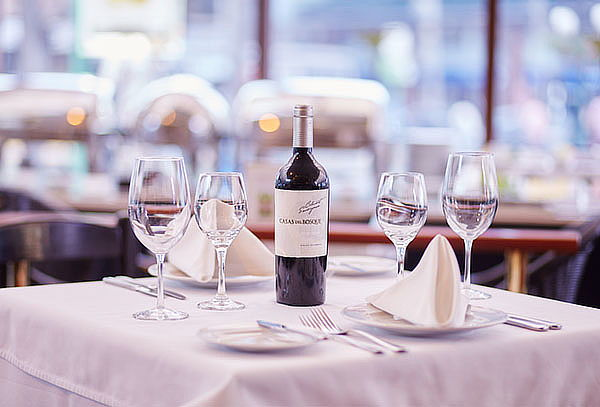 Parrilla para 2 + Botella de Vino en J&A Pardo Hotel