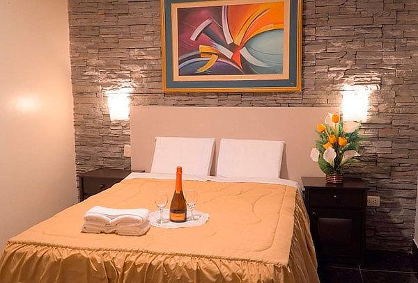Noche Romántica + Vino en Hotel Golden Dreams